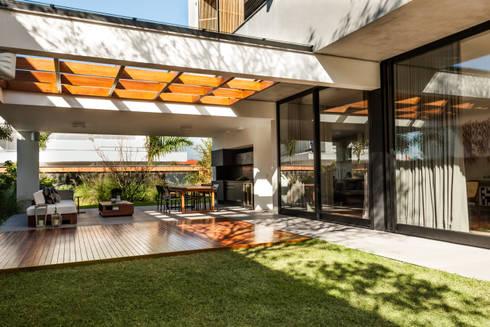 Residência Premiê: Casas  por MarchettiBonetti+