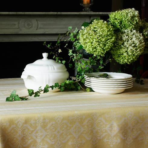 Nostalgia: rustic Dining room by Julia Brendel Limited