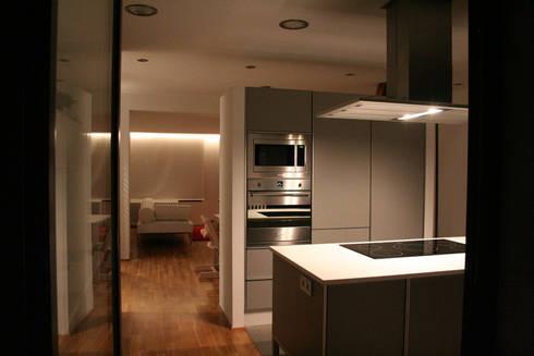 Zona cocina:  de estilo  de RaquelSerrat ARQUITECTA