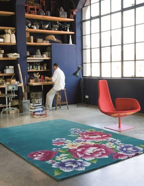 Alfombra Formosa Azul: Paredes y suelos de estilo  de Paco Escrivá Muebles