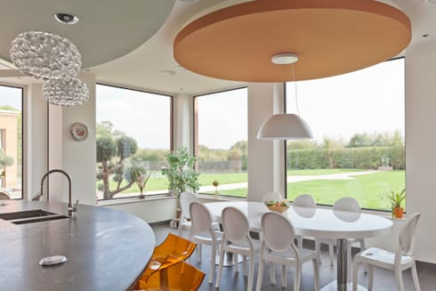 Contemporary Kitchen with Thermabronze Windows:  Windows & doors  by Architectural Bronze Ltd