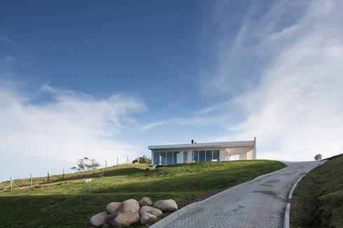 Casa HLM: Casas modernas por Boa Arquitetura