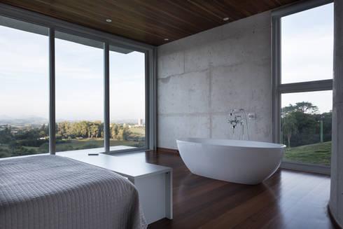 Casa HLM: Quartos  por Boa Arquitetura
