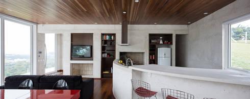 Casa HLM: Salas de estar modernas por Boa Arquitetura