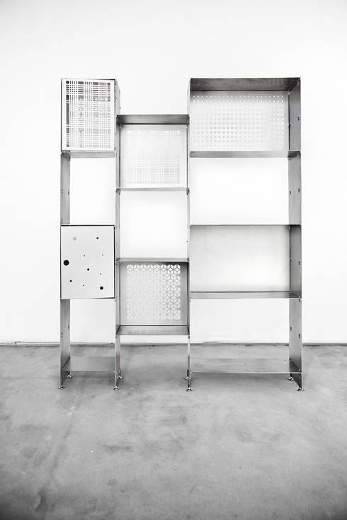 Libreria PRIMA versione acciaio naturale: Studio in stile  di Officine Tamborrino