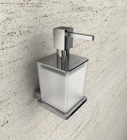 Linea Swing: Bagno in stile in stile Minimalista di capannoli