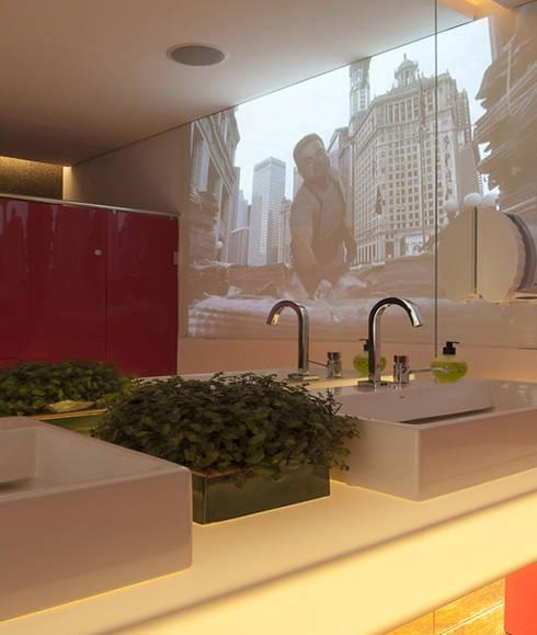 Banheiro Masculino: Banheiros  por Rozânia Nicolau Arquitetura & Design de Interiores