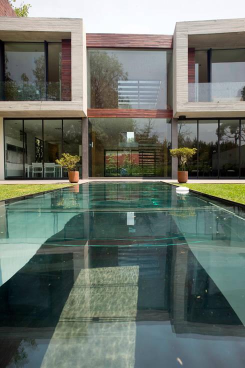 Бассейн в . Автор – Serrano Monjaraz Arquitectos