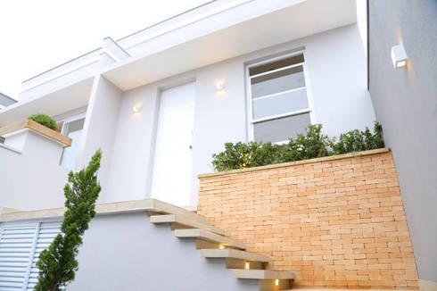 Casa nova, bairro antigo: Casas campestres por Fernanda Chiebao- ARCHI