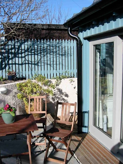 Courtyard:  Garden by Coast2Coast Architects
