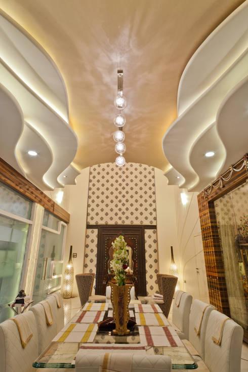 DINING AREA:  Household by NEX LVL DESIGNS PVT. LTD.