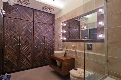 BATHROOM AND WALK IN WARDROBE ( MOTHERS ROOM ):  Household by NEX LVL DESIGNS PVT. LTD.