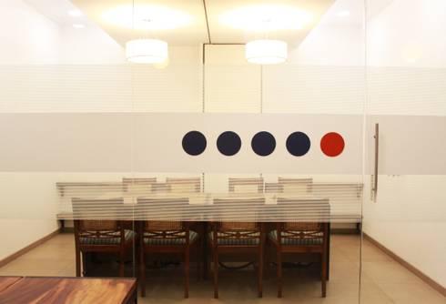 Office Interior at Worli, Mumbai:   by Design Origin