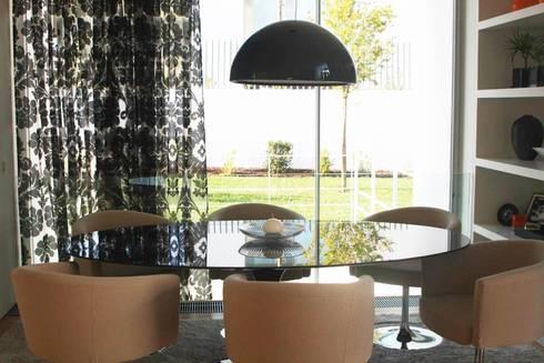 CASA DE JANTAR - ALFRAGIDE: Salas de jantar modernas por Stoc Casa Interiores