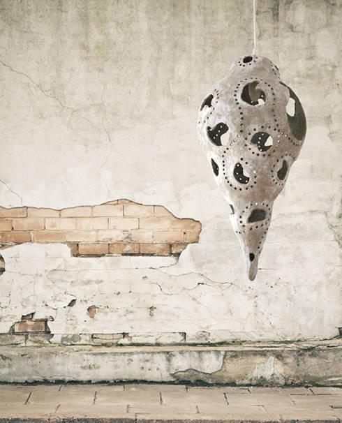 Lichtsculptuur April: minimalistische Woonkamer door The Paper Moon Factory