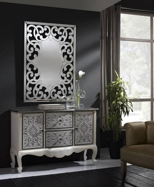 Espejo Clásico de Cristal Dorian: Vestidores de estilo clásico de Ámbar Muebles