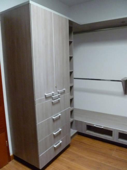 Vestidor: Vestidores y closets de estilo minimalista por fabrè
