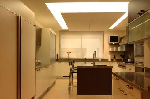 PH A Las Nubes: Cocinas de estilo  por ARCO Arquitectura Contemporánea