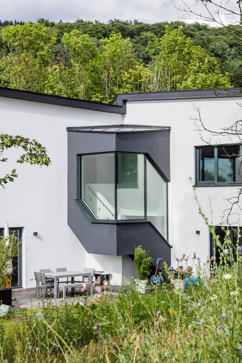 Haus Z - Einfamilienwohnhaus in Seeheim:  Häuser von Helwig Haus und Raum Planungs GmbH