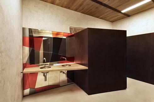 Elia Falaschi Photographer: modern tarz Banyo