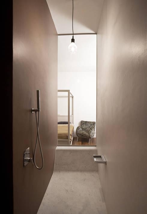 Abitazione Aventino: Paesaggio d'interni in stile  di LUCA SOLAZZO Architettura e Design