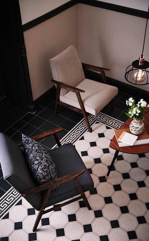 2 edle Sessel 60er Jahre:  Wohnzimmer von POLITURA Polsterei & Design