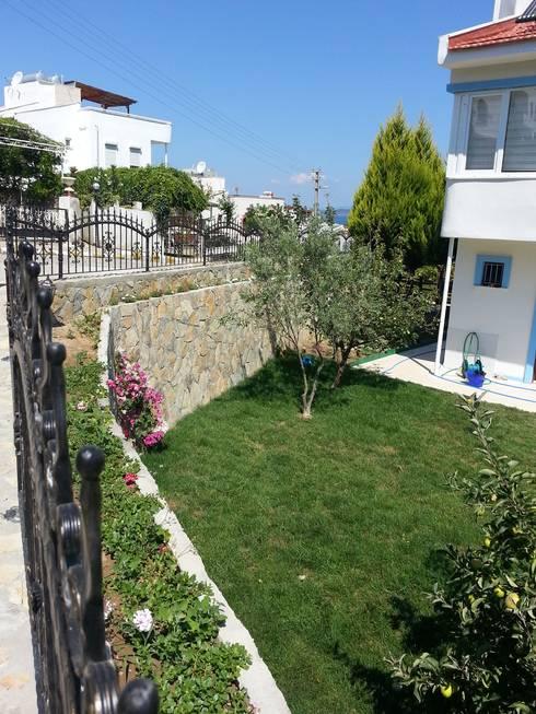 EDMİMARLIK INTERIOR STUDIO – Ayvalık Şirinkent Villa: akdeniz tarzı tarz Bahçe