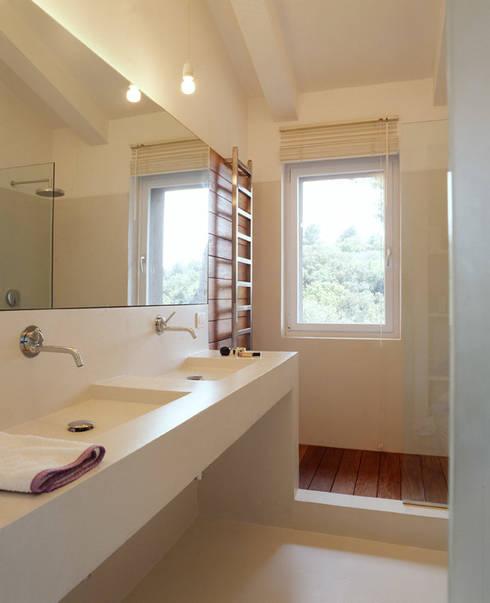 Salle de bains de style  par stipa architettura