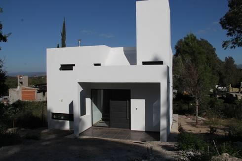 Casa MH+MM: Casas de estilo moderno por MULA.Arquitectos