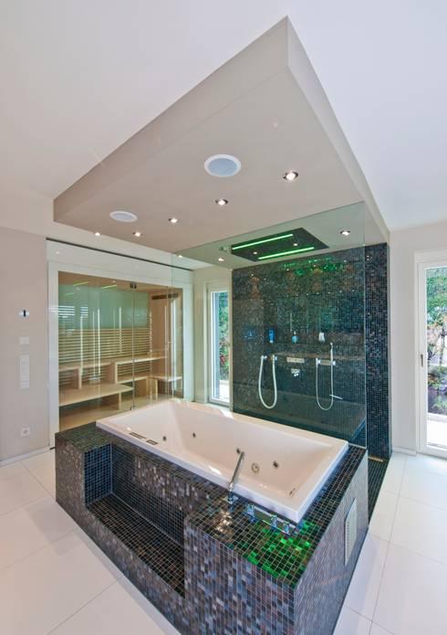 Salle de bain de style  par Bau-Fritz GmbH & Co. KG