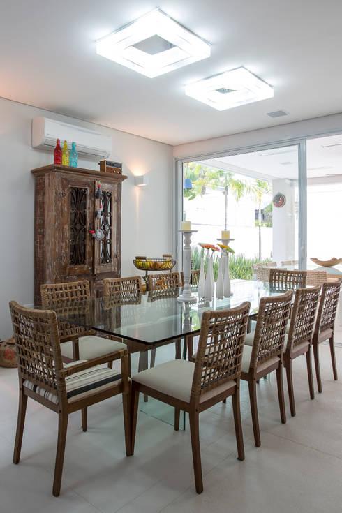 Condomínio Hanga Roa I: Salas de jantar modernas por Arquitetura Pini