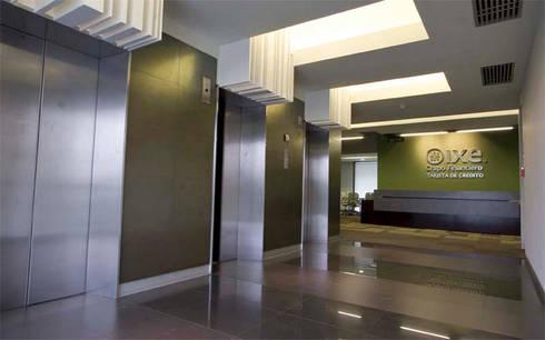 Corporativo IXE/Banco Deuno: Estudios y oficinas de estilo moderno por usoarquitectura