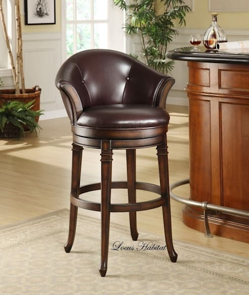 Leather Bar Stool: classic Dining room by Locus Habitat