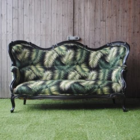 Victorian Palm Leaf Sofa: tropical Living room by Sketch Interiors
