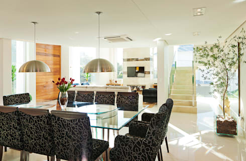 Casa curva: Casa  por Biazus Arquitetura e Design