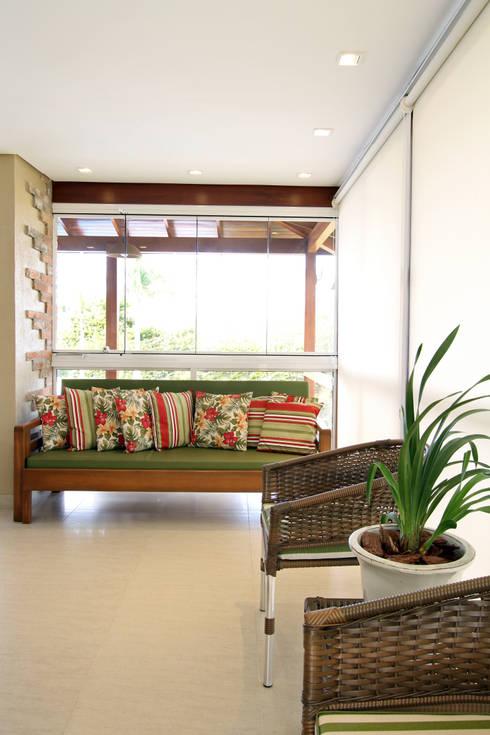 Garage/shed by Graça Brenner Arquitetura e Interiores