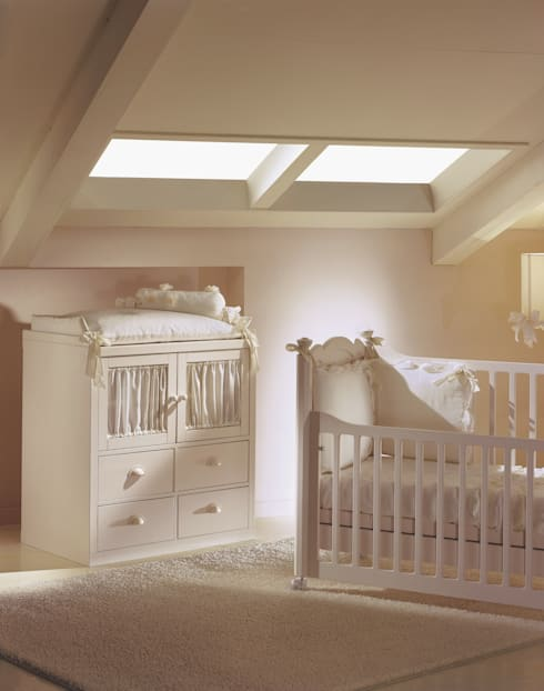 classic Nursery/kid's room by De Baggis Srl