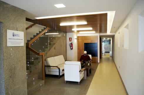 Centro Social Tercera Edad:  de estilo  de Intra Arquitectos