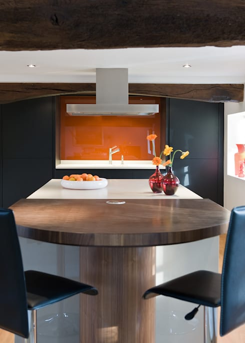 Enduring: modern Kitchen by Mowlem&Co