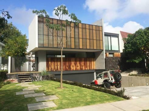 Residencia en Valle Real, arquitectos OFAA: Casas de estilo moderno por Grupo Boes