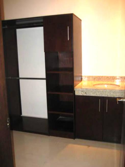Cocinas y closet: Vestidores y closets de estilo moderno por Softlinedecor