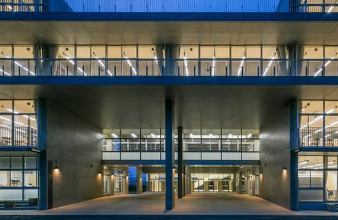 石岡第一高等学校: Mikami Achitectsが手掛けたです。