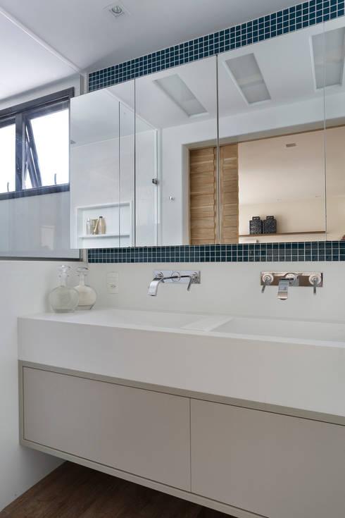 Projeto de Banheiro: Banheiros modernos por Leila Dionizios Arquitetura e Luminotécnica