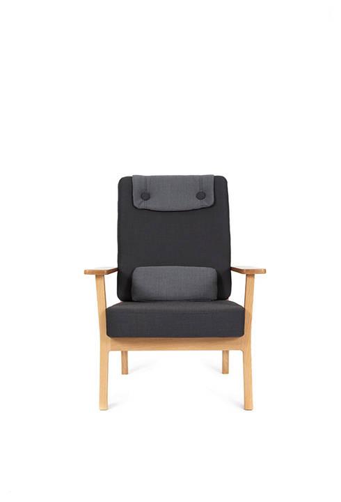 Tyneside Lounger: scandinavian Living room by Deadgood Trading Ltd
