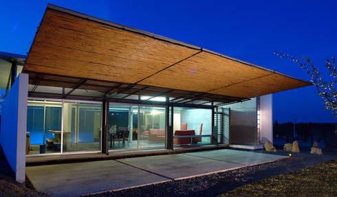 La Toscana: Casas de estilo minimalista por mfrias arquitectura