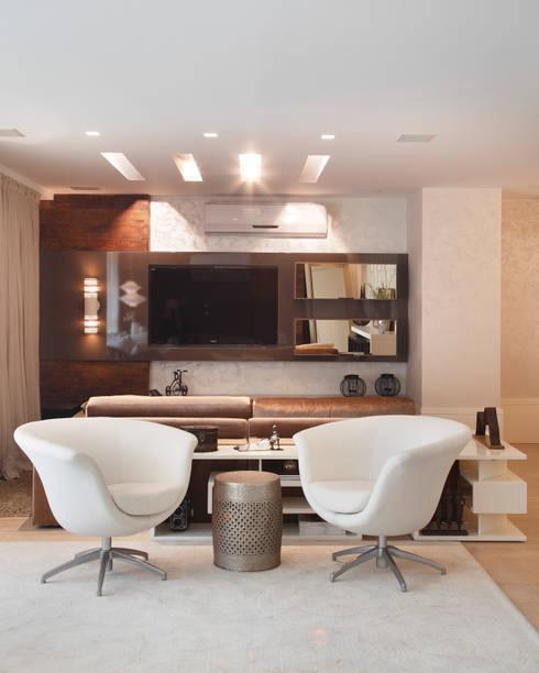 Projeto de decoração  de Apartamento : Salas de estar modernas por Leila Dionizios Arquitetura e Luminotécnica
