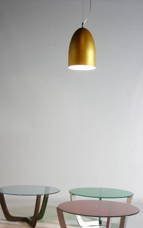 PLANE LIGHT: Comedor de estilo  de Be&Bo Furniture Design