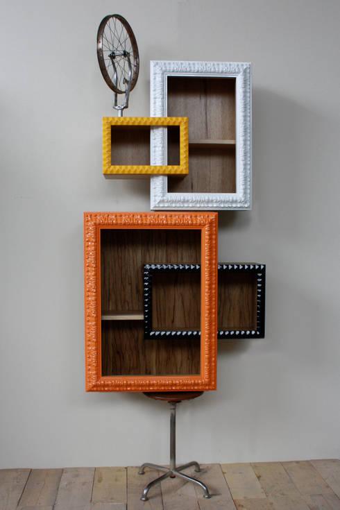 FRAME IT - Duchamp: Soggiorno in stile in stile Moderno di Macrit - Materie Creative Italiane