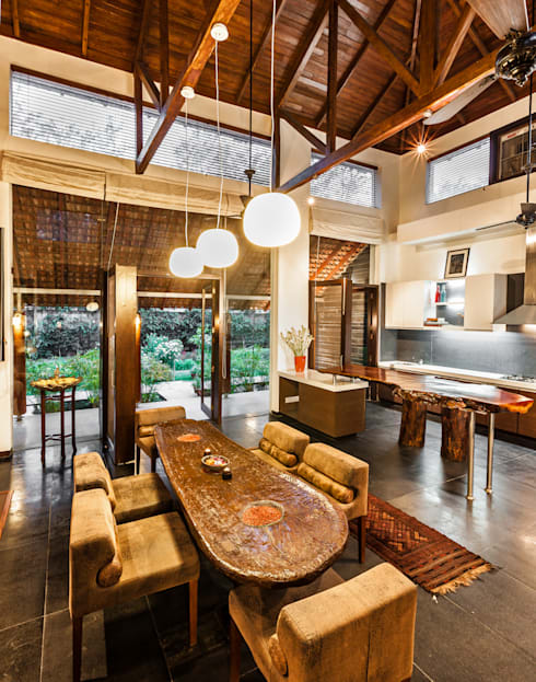 G Farm House:  Dining room by Kumar Moorthy & Associates