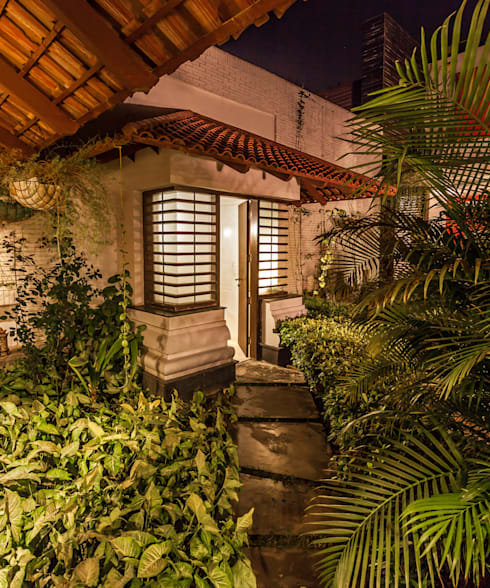 G Farm House: eclectic Garden by Kumar Moorthy & Associates